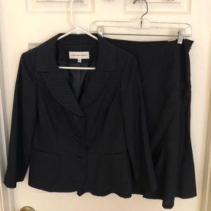 Jone's New York Suit Navy Size 4